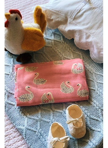 Arma Baby's Kuğulu Anne Emzirme Önlüğü 75*100 Renkli